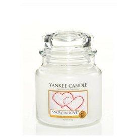 Yankee Candle Snow In Love Medium Jar