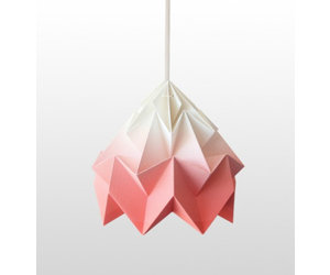 Studio Snowpuppe Lamp : Studio snowpuppe moth gevouwen papier origami lamp gradient koraal