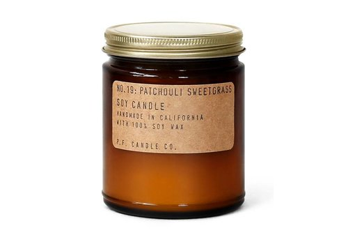 P.F. Candle Co. Geurkaars No. 19 Patchouli Sweetgrass - medium