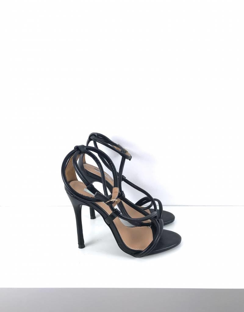 High heels straps black