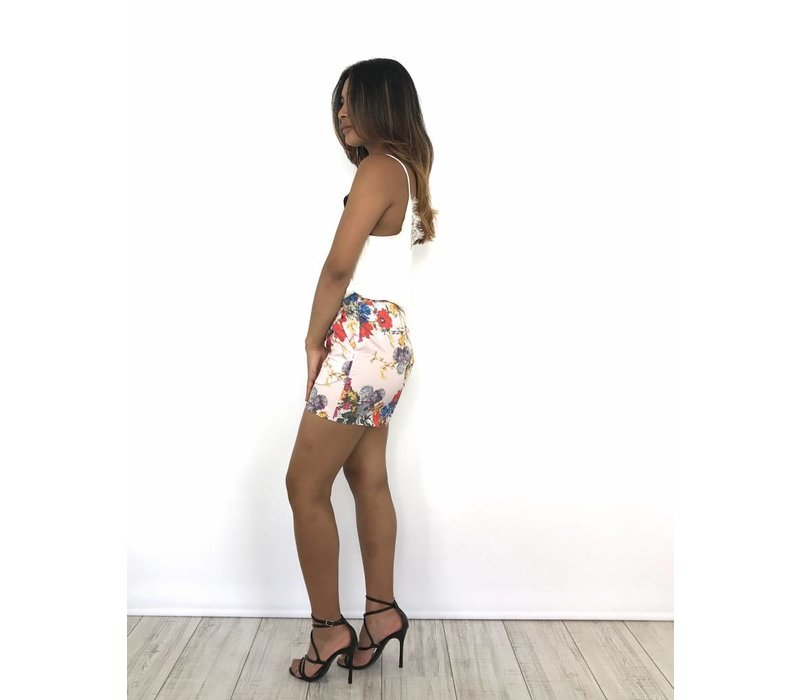 Beige short flowers belt