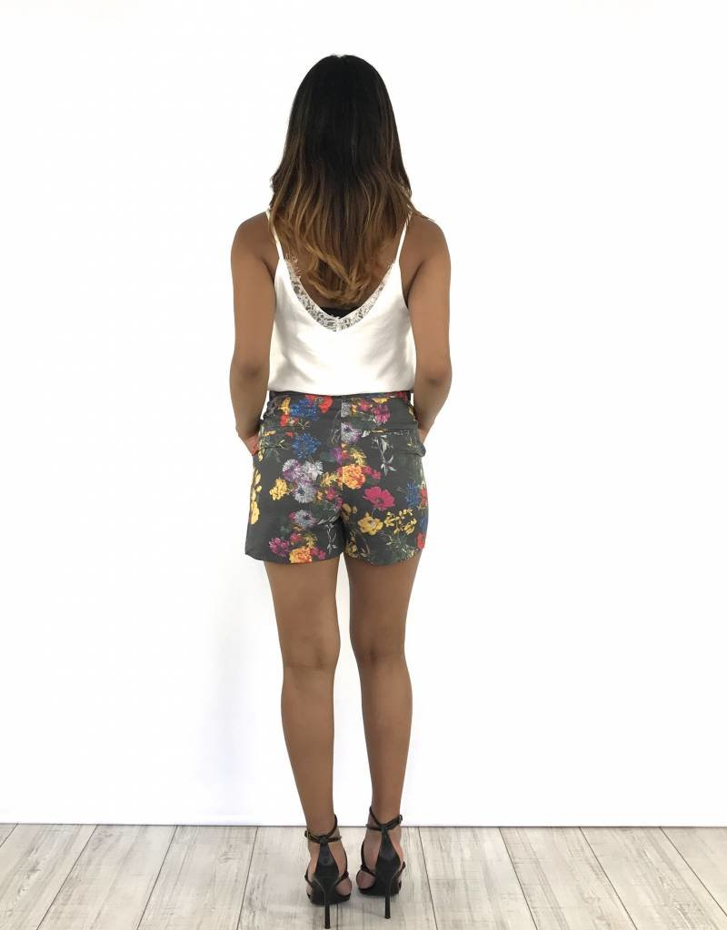 Grey short flowers belt