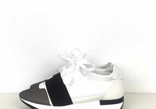 Black/white sneakers