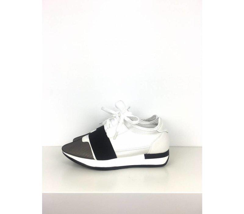 Black/white sneakers
