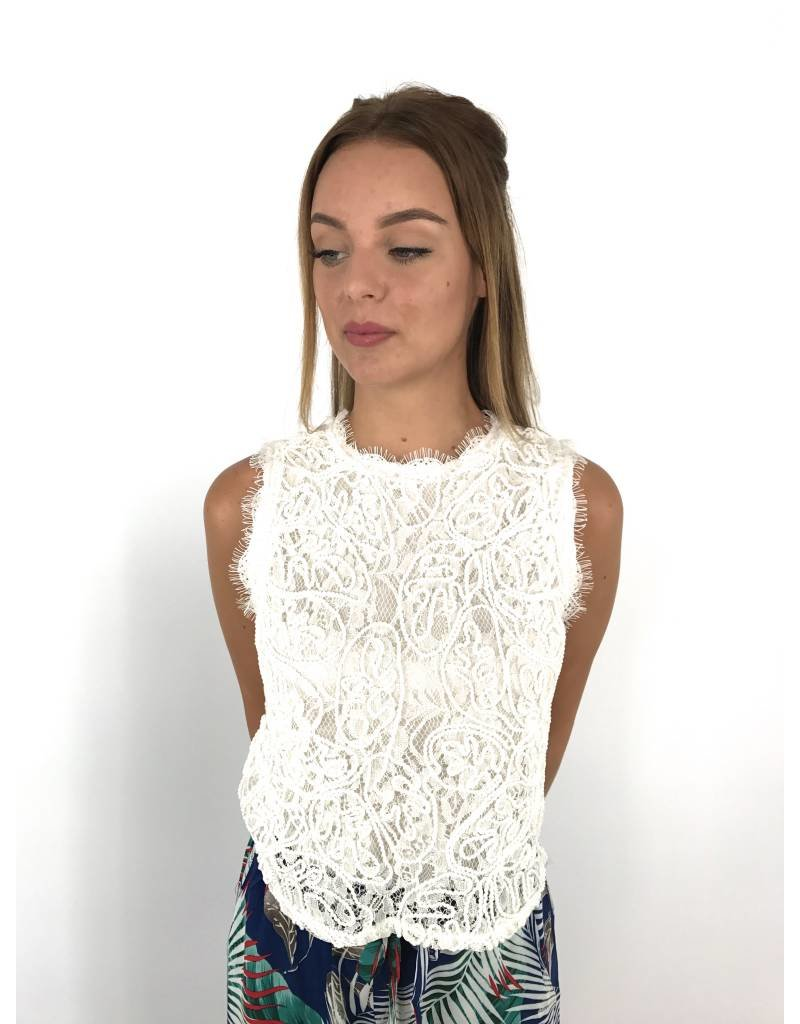 White lovely lace top 638