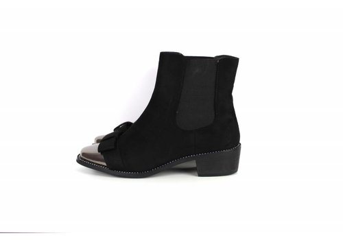 Black boots silver