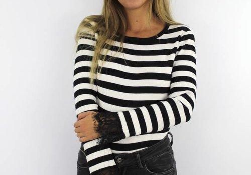 Striped jumper lace