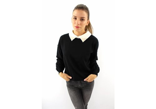 Lovely pearl collar sweater black