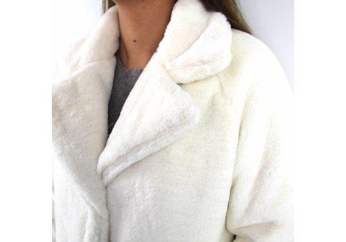 White fluffy coat Garconne