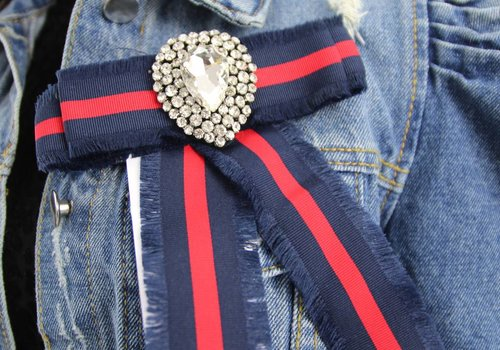 Lovely broche