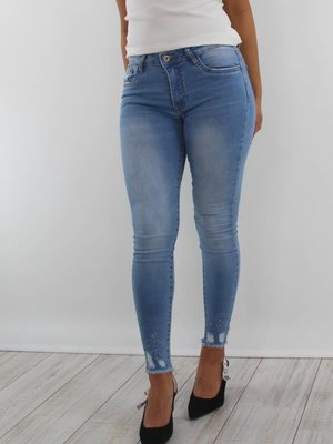 Queen Hearts Distressed jeans