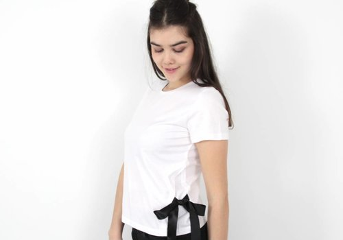 Daphnea Basic bow t-shirt