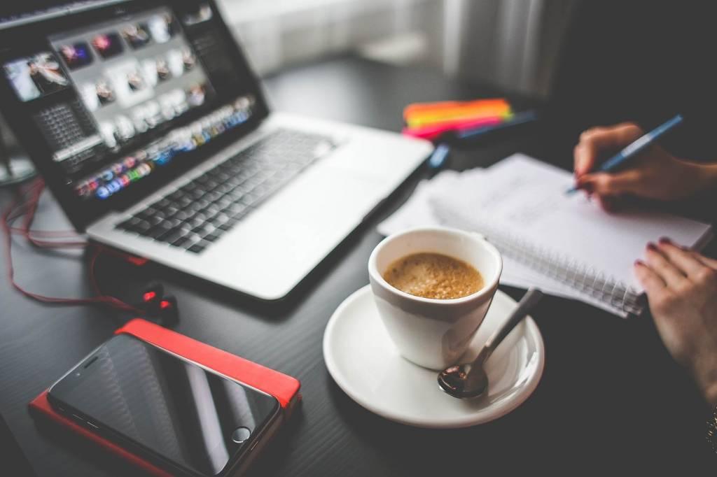 Mensen maken 50 procent meer fouten door multitasking