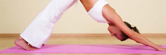 5 minuutjes ontspannende yoga vanuit je bureaustoel