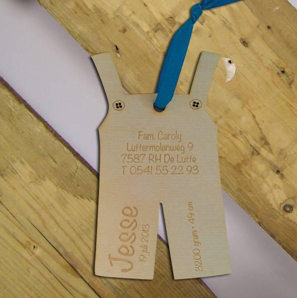 Geboortekaartje houten tuinbroekje 10x5cm
