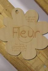 Geboortekaartje houten bloemetje 9x9cm