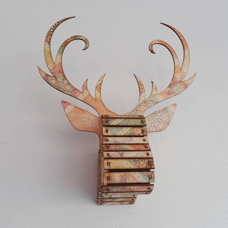 Hertenkop hout gekleurd
