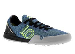 5:10 The Eddy is a lightweight water shoe from Fiveten. The classic stealth rubber sole provides exceptional grip on wet and greasy surfaces. Water can escape quickly due to the mesh uppers and drainage holes in the soles. The climbing zones around the toes ma