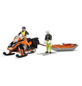 Bruder Bruder 63100 - Sneeuwscooter met Akia slee en skiër