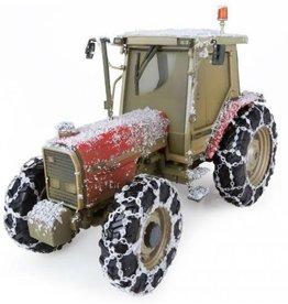 Universal Hobbies Universa l Hobbies 5202 - Massey Ferguson 3090 Snow Edition 1:32