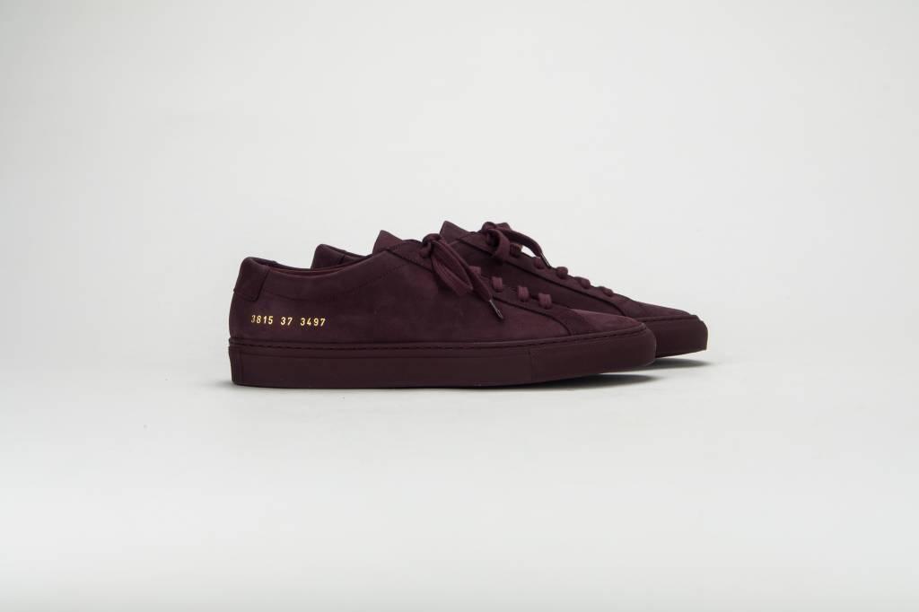 Common Projects Achilles low sneaker nubuck bordeaux