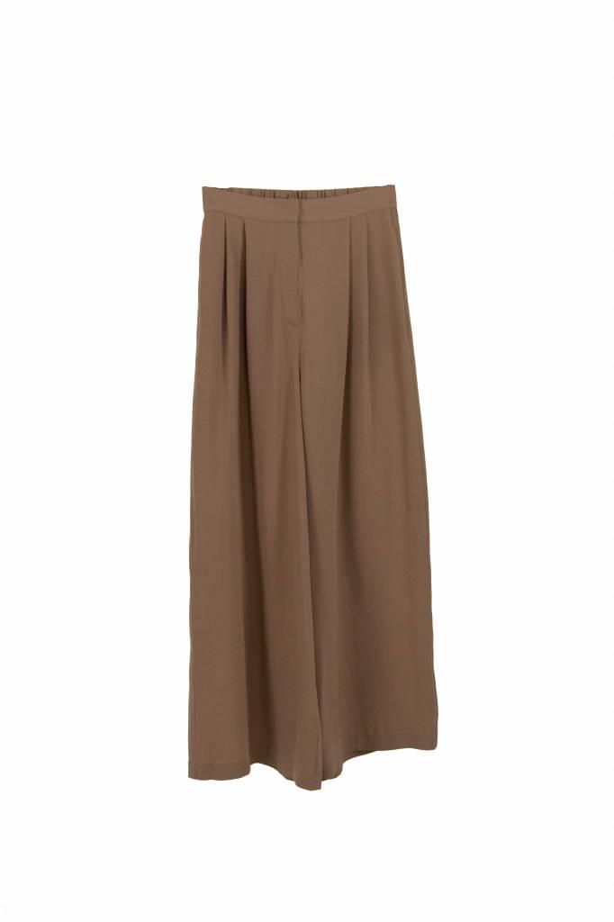 Kokoon Cecco pants praline