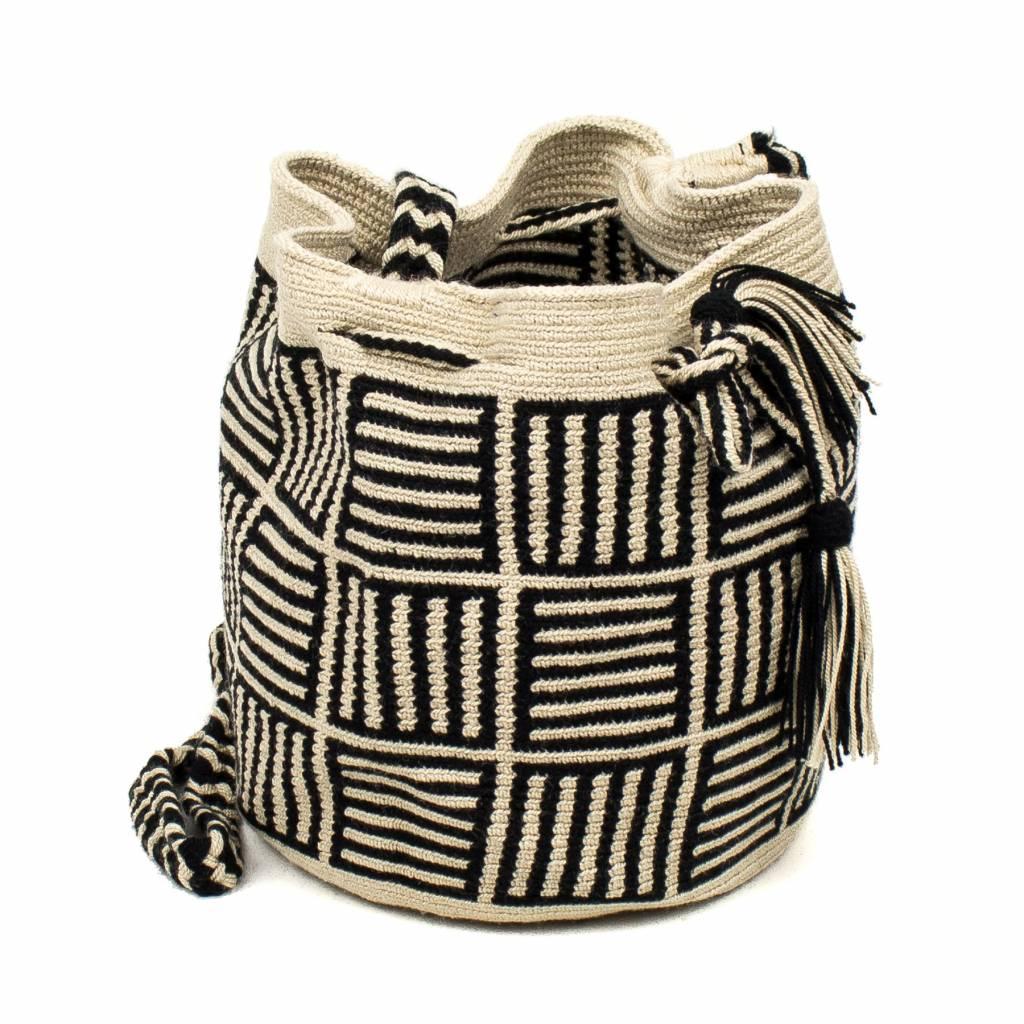 Guanabana Medium Wayuu bag black creme