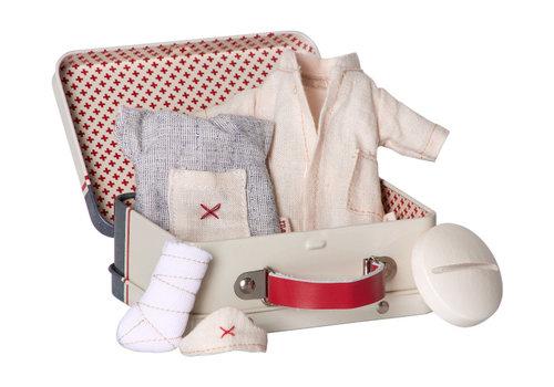 Maileg Micro konijn, koffer verpleegster en dokter - 2 kleren sets