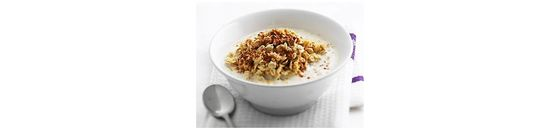 Oatmeal paprika with nuts and cinnamon