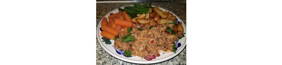 Spicy mackerel with carrots and sugarsnaps and airfryer fries a la Sandra