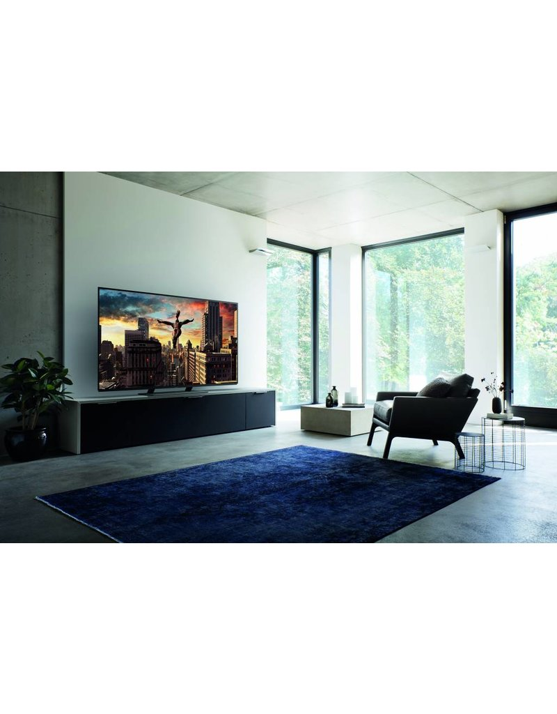 PANASONIC EZ952 OLED TV