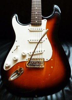 Squier Squier Affinity Stratocaster Sunburst R/W LH