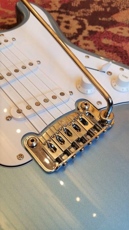 G&L G&L Tribute Legacy Stratocaster Lake Placid Blue