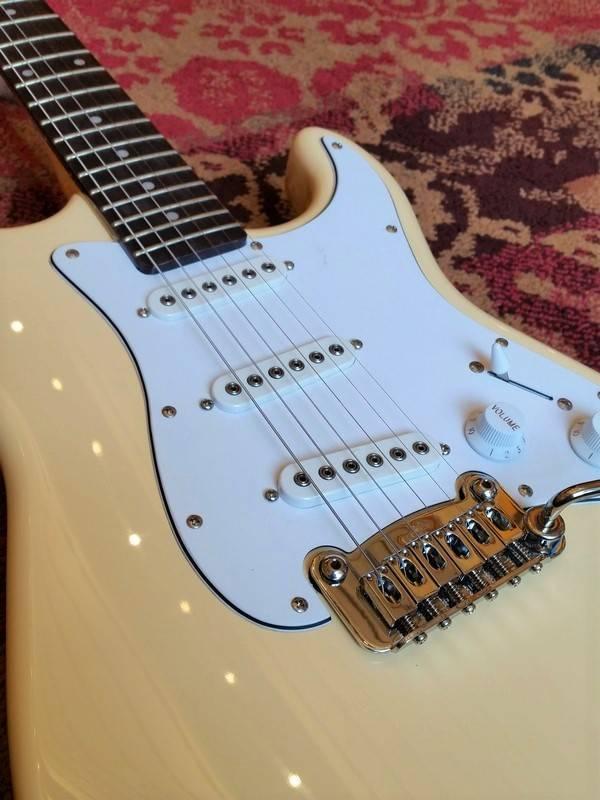 G&L G&L S500 Stratocaster Vintage White