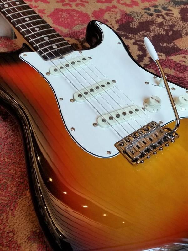 Fender Fender American Vintage '65 Stratocaster Sunburst