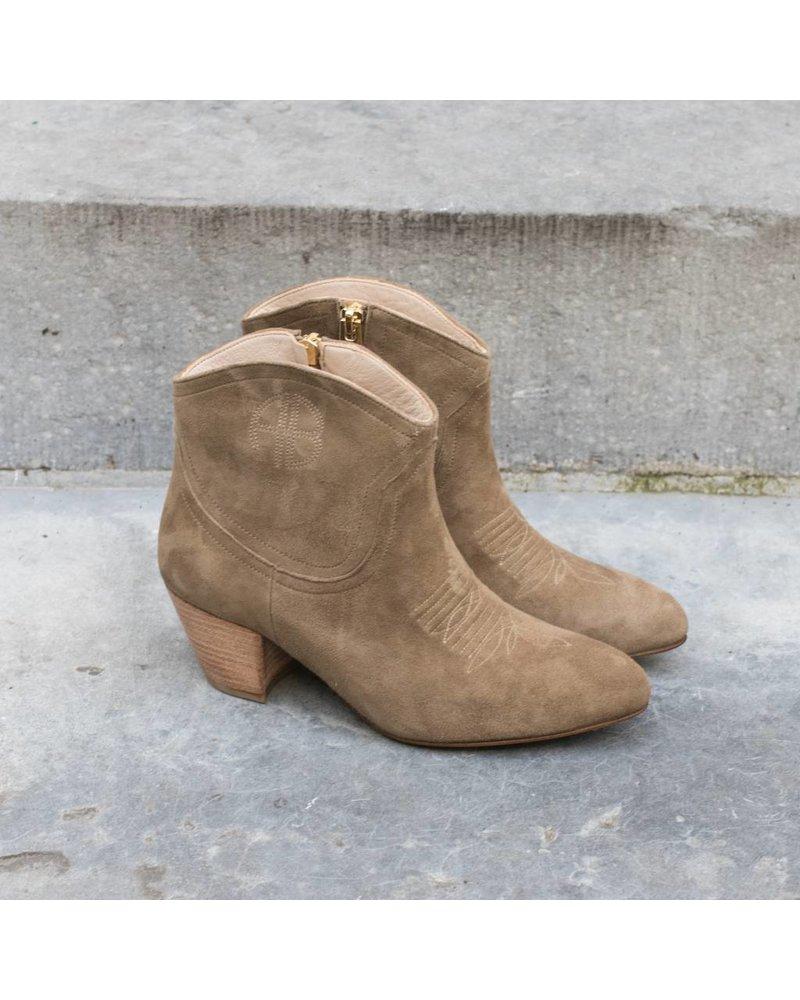 Anine Bing Dakota boots