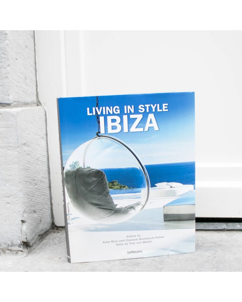 Exhibitions International EXH INTL Living in style : Ibiza