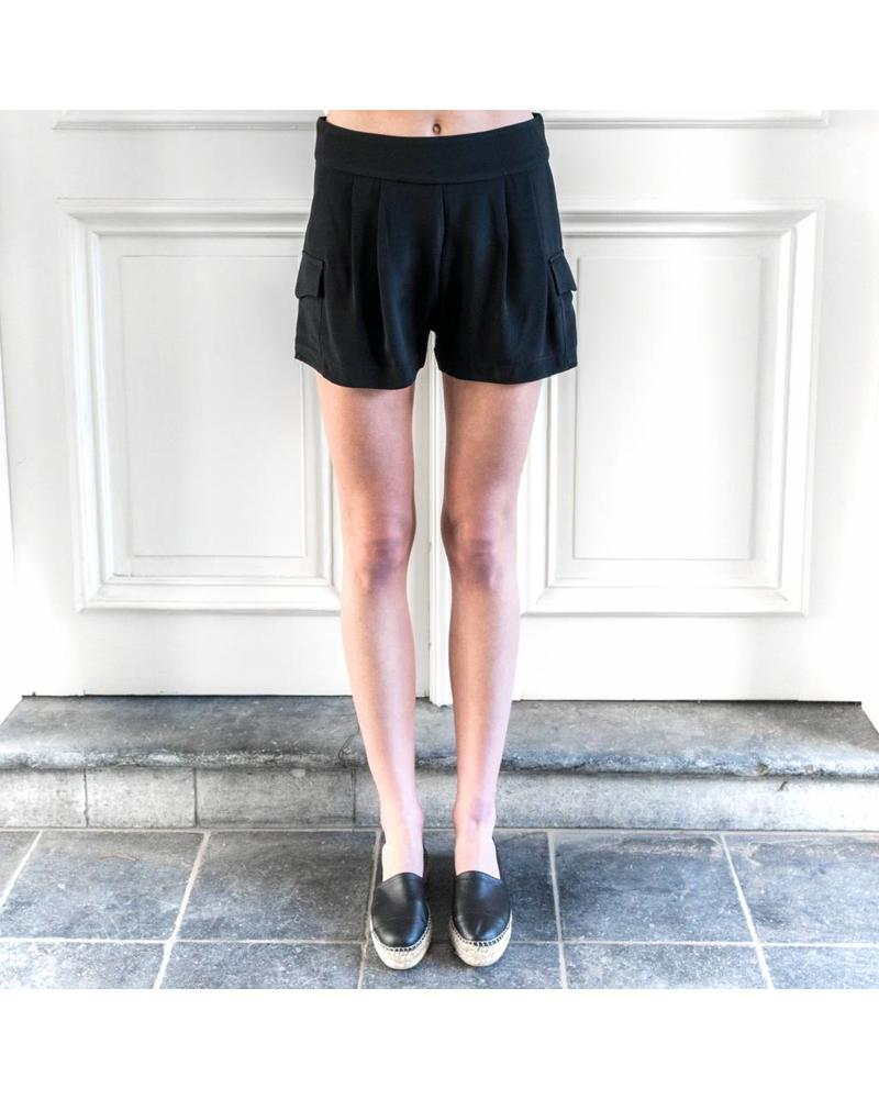Matin Pleated Pocket Short - Black