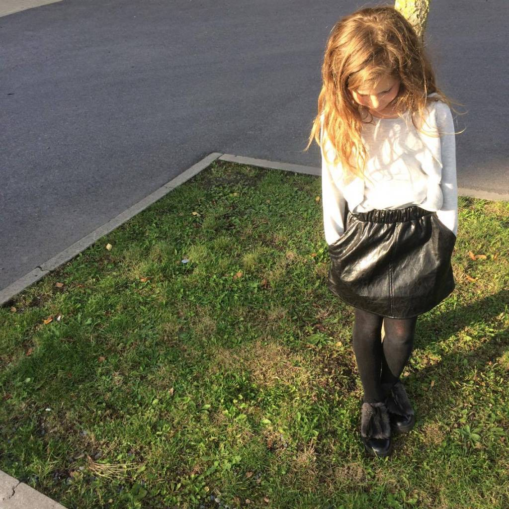 How to kiss a frog Peach skirt black