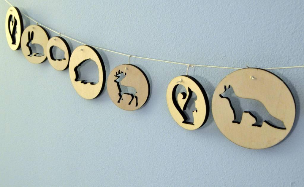 Ronde houten hangers met bosdieren