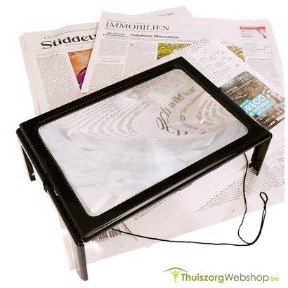 Vergrootglas op voetjes met LED lampjes