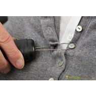 Enfile-bouton avec manche épaissit