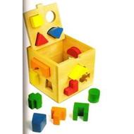 Cube avec formes géométriques