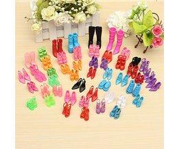 60 pares de zapatos de Barbie
