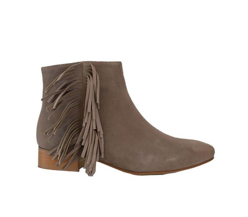 Beige ankleboot Anja with fringes