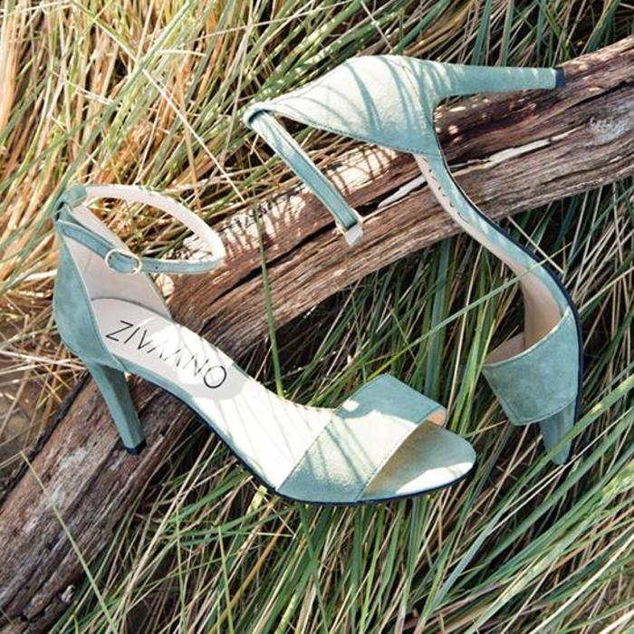 Women's shoes in plus sizes