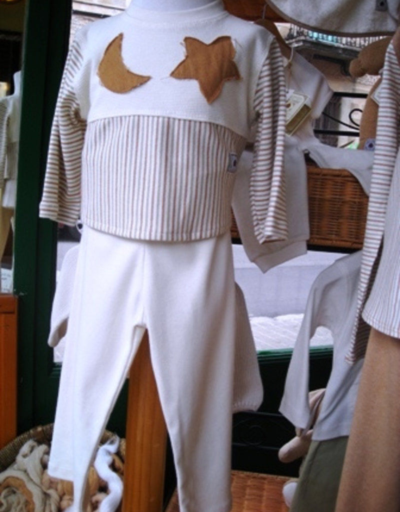 Pajamas long sleeve with moon and star design for junior. sizes 12, 18, 24 months.
