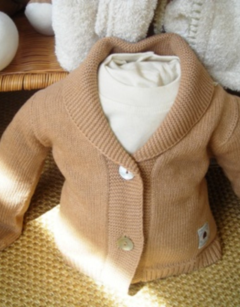 Chaqueta de bebé con dos botones. Tallas 12, 18 meses.