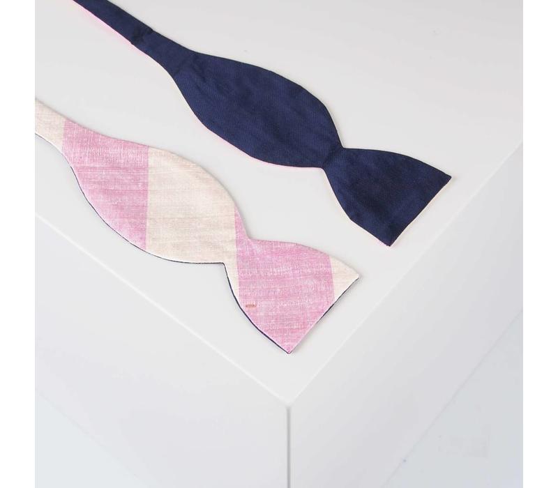 Selbstbinder aus Dupion Seide gestreift in Marine. Rosé und Creme