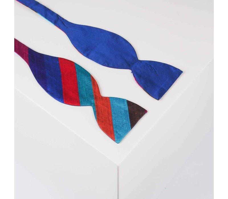Selbstbinder aus Dupion Seide gestreift in Rot-. Grün- und Blautönen